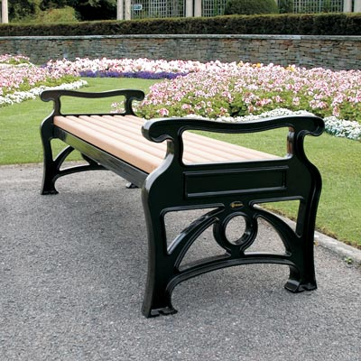 Stanford bench is ideal for town and city centres, heritage sites, parks and tourist attractions